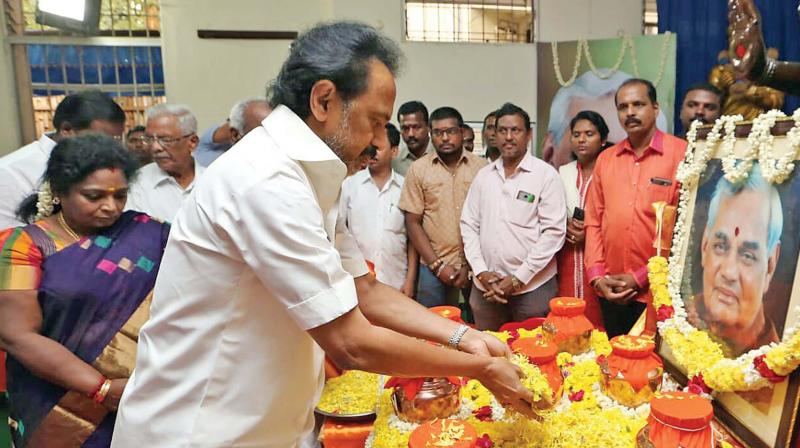 BJP woos DMK, puts off decision on alliance till polls